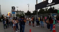 Cientos de peruanos formaron largas colas en los exteriores del Jockey Plaza.