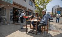 Según la medida, restaurantes podrán usar espacios abiertos para dar su servicio.