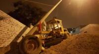 En el incidente, la motoniveladora colisionó con un poste y arrastró a un taxi varios metros.