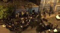 Los asistentes al velorio ocuparon las pistas de las calles de Lince sin respetar el distanciamiento social-