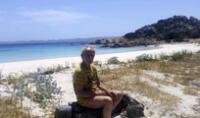 Italia: abandona isla donde vivió solo durante 32 años ante presión de las autoridades