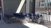 Reportan robo de sillas de ruedas durante campaña de vacunación