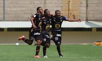 Ayacucho F C le ganó 3-1 a UTc en un partido con muchos yerros arbitrales.
