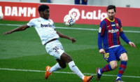 Barcelona con Messi ante el Valencia por la Liga española.