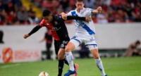 Un duelo de peruanos Santamaría y Ormeño. El Puebla clasificó al ganar 1-0.
