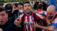 Luis Suárez celebró con los hinchas del Atlético de Madrid la obtención de LaLiga 2021.
