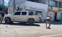 Policía Nacional dispara contra asaltantes de la agencia del Banco de la Nación, en San Martín.