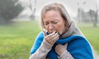 Adultos mayores son más proclives a enfermarse en el cambio de estación.