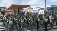 Policías se encuentran listos para brindar seguridad durante el debate presidencial en Arequipa.