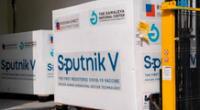 Rusia realizó un ensayo combinado con la vacuna Sputnik V y de AstraZeneca, y hasta el momento, no se han informado efectos secundarios negativos.