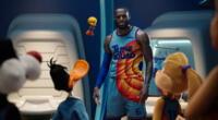 LeBron James interactuando con los Looney Tunes.