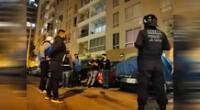 Jóvenes intervenidos en fiesta covid en condominio.