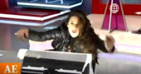 Rebeca Escribens sufre percance en vivo y casi bota tacho de luz tras bailar 'Grease'