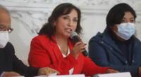 Dina Baluarte lideró conferencia de prensa en medio de la incertidumbre política que sacude al país.