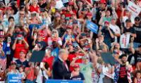 El expresidente de los Estados Unidos Donald Trump se dirige a los simpatizantes durante un mitin en Ohio.