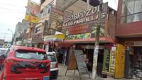 Delincuentes asaltan pollería en Comas durante la madrugada