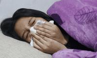 Atento a síntomas leves como estornudos o cansancio. Podría tratarse de un caso asintomático de COVID-19.
