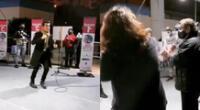Ángelo Fukuy sorprendió en el centro de vacunación del Estadio Luis Gálvez Chipoco y emocionó al ministro de Salud, Óscar Ugarte y a la premier Violeta Bermúdez.