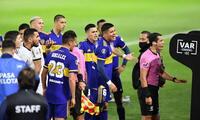 Tras consultar el VAR se anula el gol de Boca Juniors ante Mineiro.