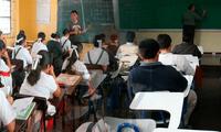Clases presenciales en escolares y universitarios.