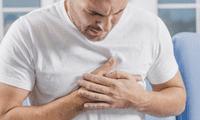 La mayoría de ataques al corazón causan molestias prolongadas en el pecho.