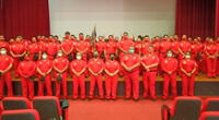 Más 80 bomberos se graduaron.