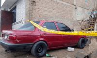 Autoridades llegaron al lugar y encontraron un auto con disparos y botellas de alcohol.