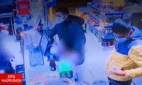 Banda de estafadores dan billetes falsos a un minimarket