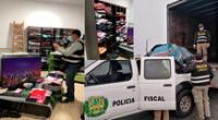 Los policías en plena intervención en el stand de venta
