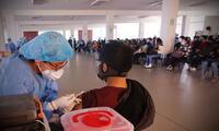 Limeños acuden intentado vacunarse con Pfizer en Chincha