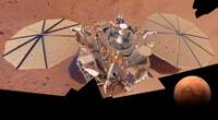 La NASA publicó una imagen en Twitter del módulo de aterrizaje de la misión InSight parcialmente cubierto de polvo.