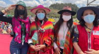 Parte de la bancada y del gabinete se tomó foto en el majestuoso Sacsayhuamán.