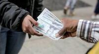 Precio del dólar podría bajar a S/ 4.10, según estimó el economista Guido Pennano.