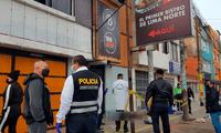 La víctima se encontraba conversando con una mujer en los exteriores de la discoteca cuando fue asesinado