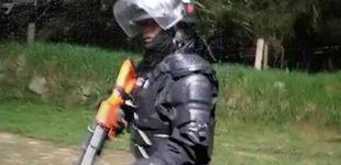 Periodistas colombianos grabaron cómo el Esmad les dispara con perdigones en plena protesta