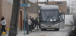 Simpatizantes de Fuerza Popular son recogidos en buses turísticos para alentar a su candidata Keiko