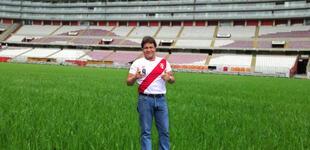 Javier Castañón le canta a la selección peruana [VIDEO]