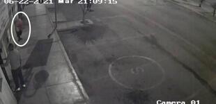 ¡Entró en pánico! Hombre salió disparado y desnudo tras sismo de 6 grados en Lima [VIDEO]