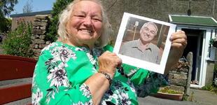 Mujer que fue obligada a dar en adopción a su bebé, lo encuentra después de 66 años [FOTO]