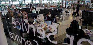 Un hombre infectado con COVID-19 se disfrazó de su esposa para abordar un avión