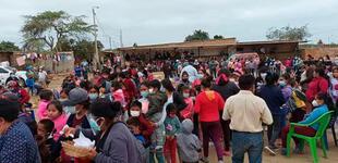 Piura: familias afectadas por sismo de 6.1 realizan olla común a la intemperie
