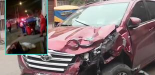 SJL: Policía choca su auto contra mototaxi y deja heridos de gravedad [VIDEO]