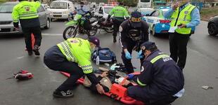 Surco: motociclista es atropellado por pasarse la luz roja del semáforo