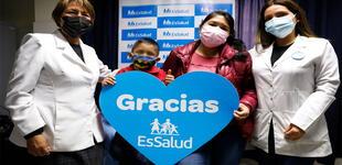 EsSalud: Niño de 7 años supera cáncer ocular con innovador tratamiento