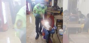Policía salva de morir a bebé de 9 meses que se asfixiaba en Arequipa