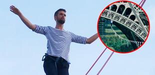 Equilibrista hace escalofriante caminata por la cuerda floja de 600 metros desde la Torre Eiffel