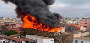 Barranco: gigantesco incendio consume colegio Santa Rosa [VIDEO]