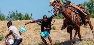 EE.UU.: Patrulla Fronteriza es captada persiguiendo a migrantes haitianos en caballos [VIDEO]