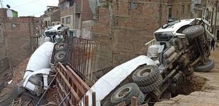 La Victoria: Familia salva de morir tras volcarse mezcladora de cemento sobre su vivienda [VIDEO]