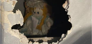 Hombre compra una casa nueva y descubre una muñeca con un espantoso mensaje de 'bienvenida' [FOTO]